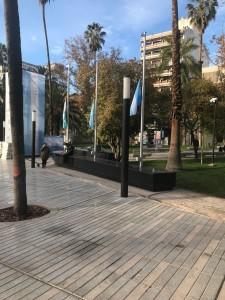 Nueva Plaza San Martín: banderas a media asta.