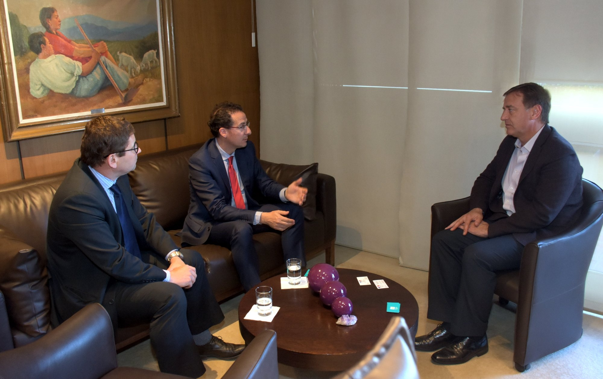 Rodolfo Suarez junto al Cónsul General de Francia, Julien Jean Bouchard y al Cónsul Honorario de Mendoza, Philippe Rolet