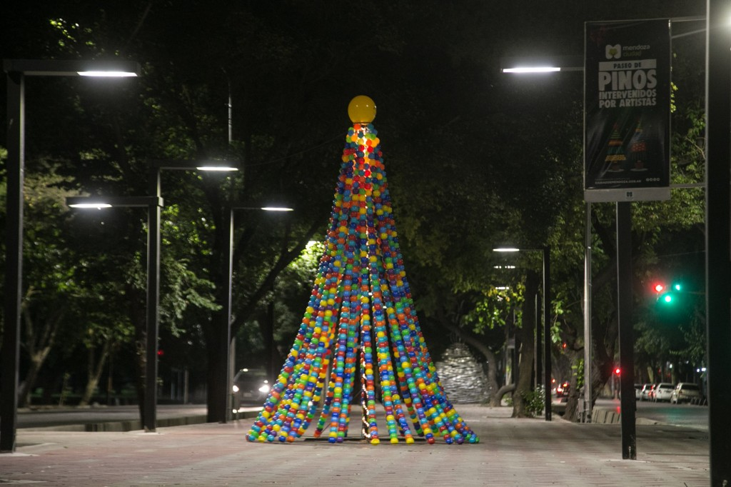 Pino navideño. Paseo Pedro Molina