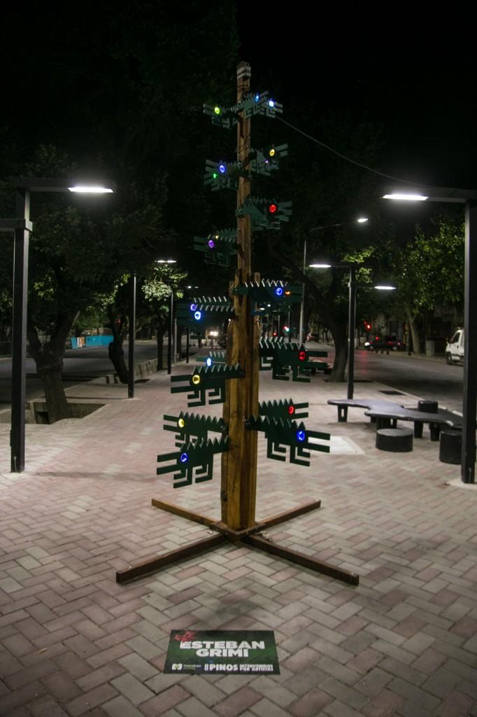 Pino navideño. Paseo Pedro Molina 2