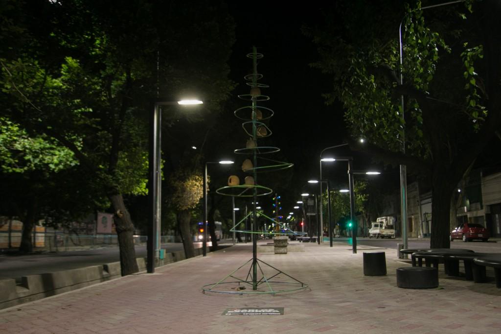 Pino navideño. Paseo Pedro Molina 8