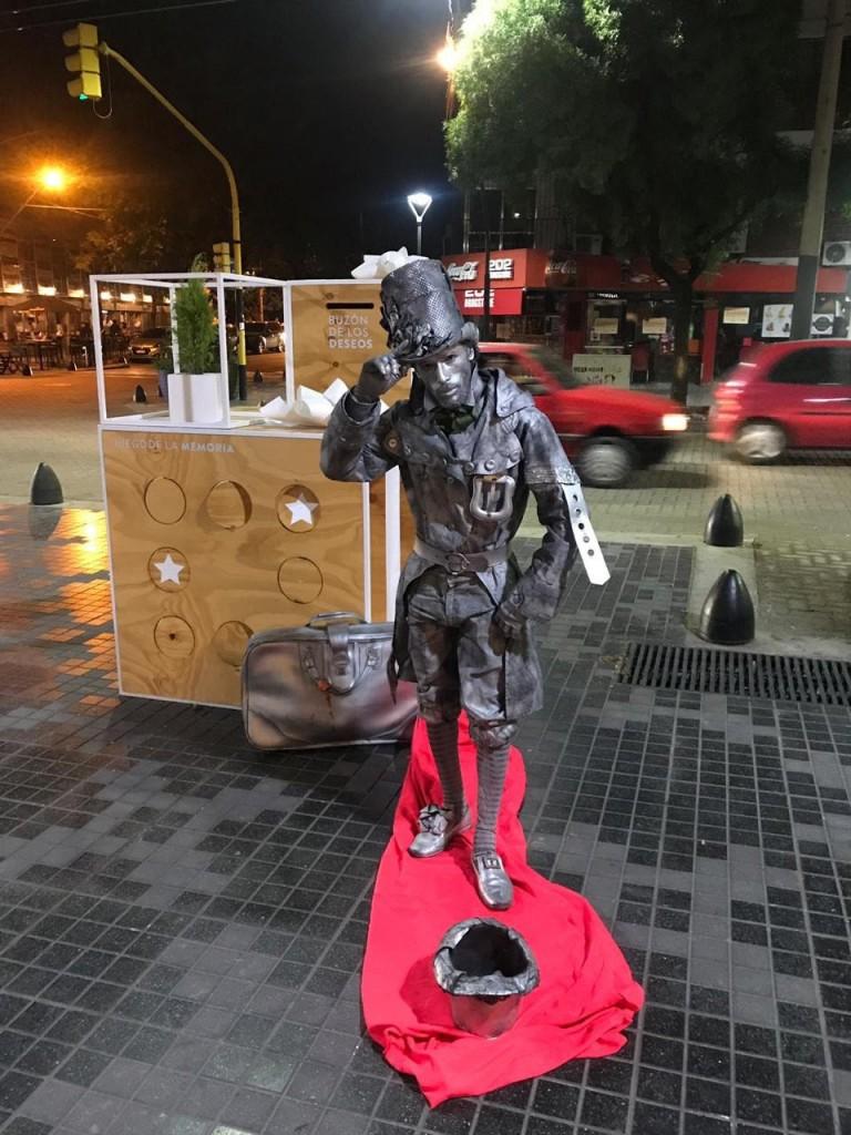 Regalo estatua viviente. Arístides Villanueva