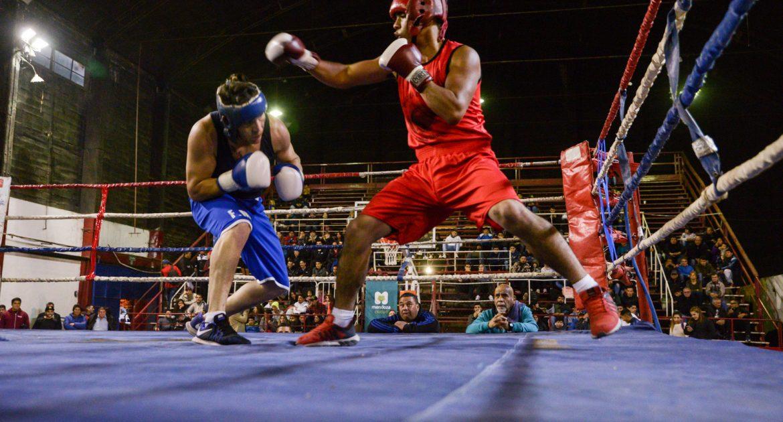 Festival de boxeo amateur en el gimnasio Nº5 – Ciudad de Mendoza